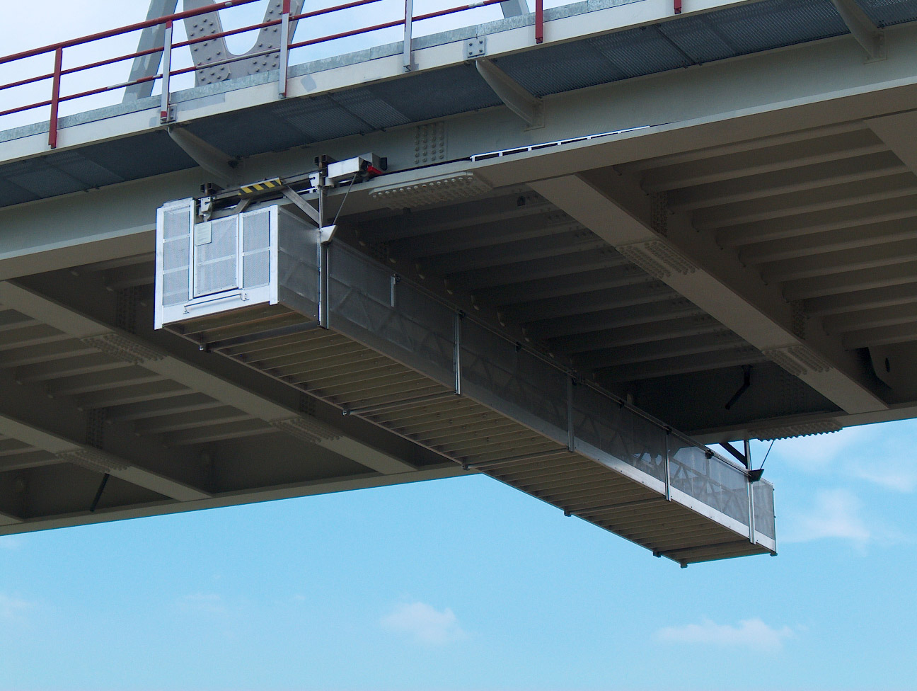 A JOMY installation for maintenance of a bridge
