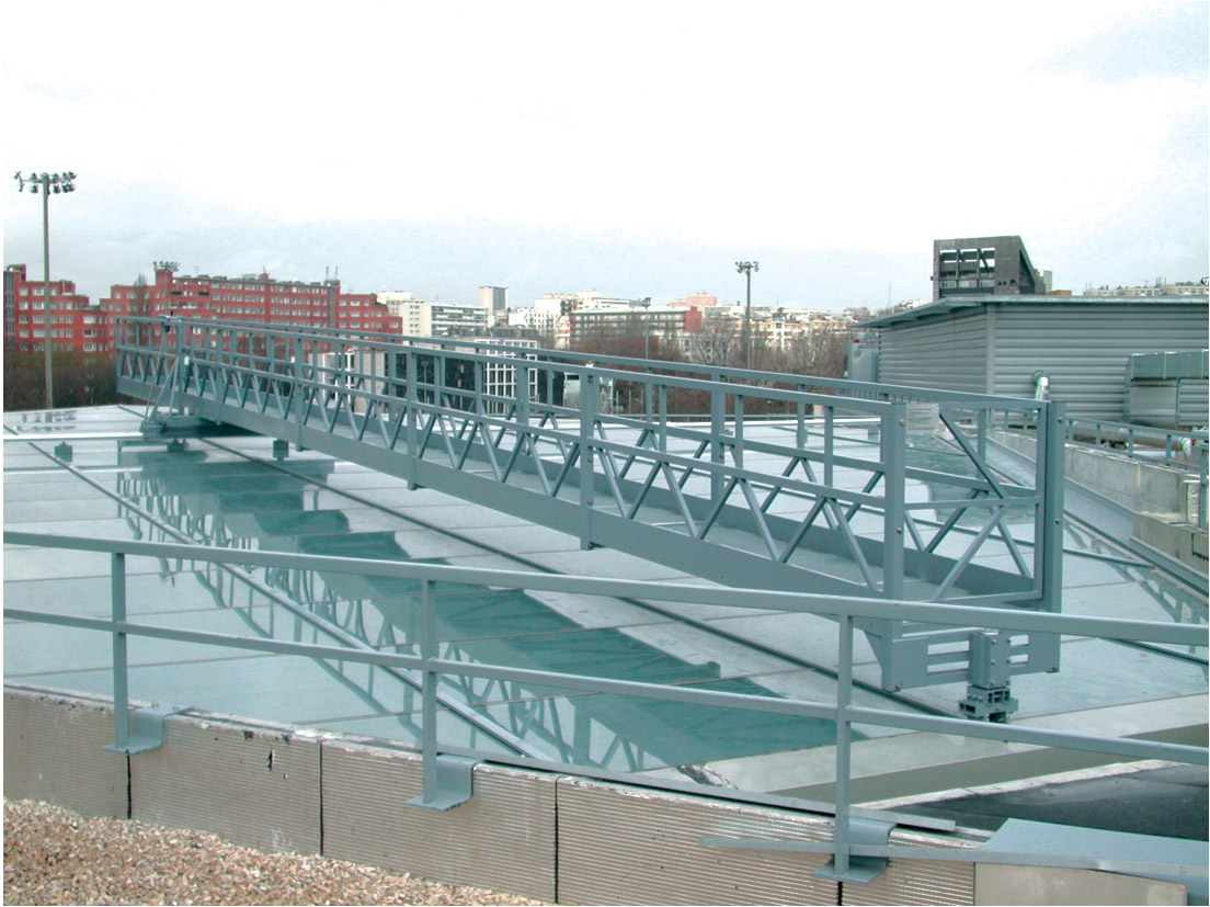 Pivoting aluminum work bridge